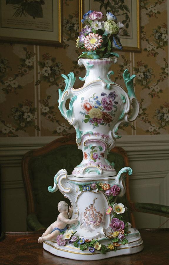 Dekoratīva vāze hercogienes buduārā.